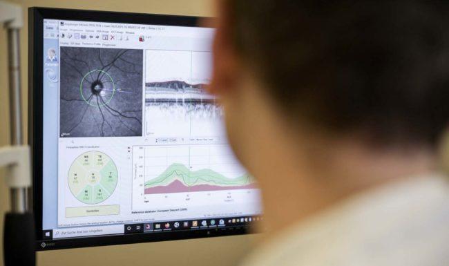Sichtung der Untersuchungsergebnisse am Bildschirm - Eyeparc Bern